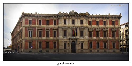 Navarra sigue negociando con el Estado la deuda para 2013