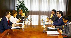 Barcina pide al ministro Soria diálogo y consenso para el sector eléctrico y energías renovables