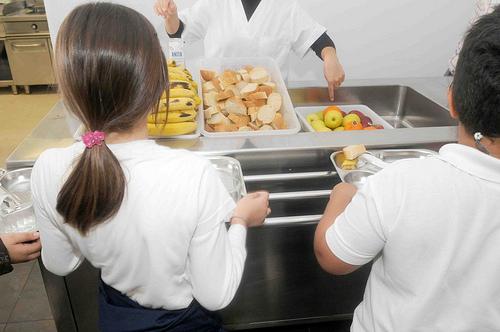 El Ayuntamiento de Pamplona gastará 500.000 euros para el pago del comedor escolar