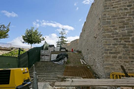 Nueva escalera de acceso al Baluarte del Labrit para enero 2014