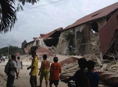 Al menos 20 muertos en Filipinas por un terremoto de 7,2 grados
