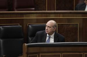 EDITORIAL: El ministro del interior responde a los presos etarras
