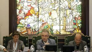 El alcalde Enrique Maya se enfrenta a una oposición hostil en el debate del estado de la ciudad
