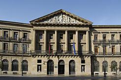 El TC anula la ley navarra que autorizaba un nuevo proceso de funcionarización en la Administración