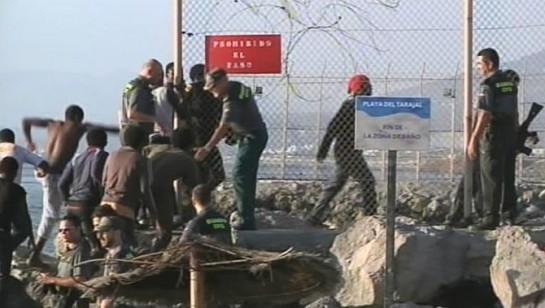 Interior dice que los 15 inmigrantes murieron antes de que la Guardia Civil llegase a la zona