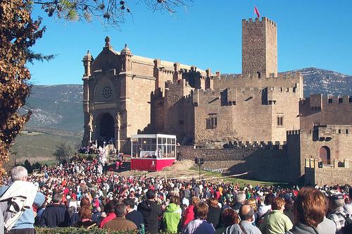 Multitudinaria expresión de fervor al patrón de Navarra en la primera Javierada de 2014