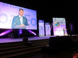 """Para el Príncipe Felipe la """"transformación de la educación"""" pasa por las nuevas tecnologías"""