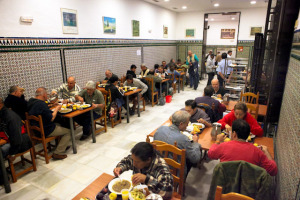 Ayuntamiento de Pamplona licita el contrato de elaboración y distribución de comidas por 177.463 euros