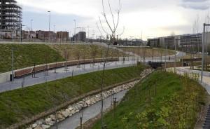 El nuevo parque de Arrosadía da la bienvenida a Pamplona desde el sur por la Avenida de Zaragoza