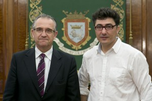 El alcalde recibe a Pedro Armestre, fotógrafo reconocido con el premio Ortega y Gasset 2014