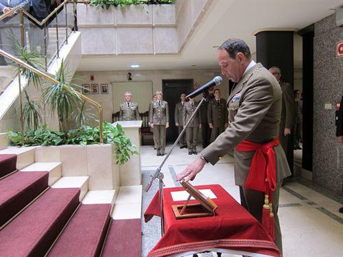 """Nuevo Comandante Militar en Navarra """"con entrega total"""""""