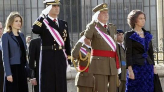 """Las Fuerzas Armadas se despiden de Juan Carlos I entre gritos de """"viva la Monarquía"""""""