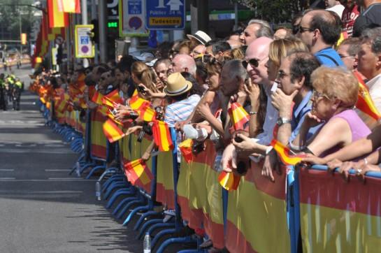 Rey Felipe VI es vitoreado en las calles de Madrid