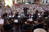 El centenario de la Pamplonesa lleva a las calles de la ciudad 3.500 músicos