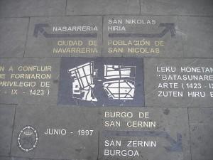 Placa conmemorativa en la plaza consistorial. es.wikipedia.org
