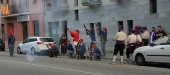 Independentistas catalanes simulan el fusilamiento de un concejal del PP en Cardedeu (Barcelona)
