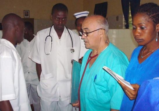 Llega a Madrid el médico y religioso español infectado por ébola
