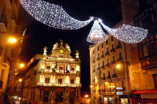 El Ayuntamiento de Pamplona aprueba la contratación de la iluminación para Navidad 2015-16