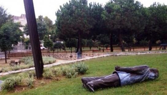 Derribada la estatua de Jordi Pujol en Premià de Dalt, donde es 'hijo adoptivo'