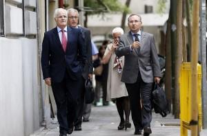 El fiscal superior de Cataluña, José María Romero de Tejada (i), junto a otros jefes fiscales de cataluña a su llegada a la reunión con el fiscal general, Torres-Dulce.