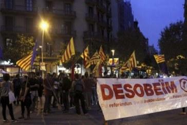 Los independentistas catalanes convocan concentraciones contra la suspensión de la consulta