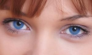 Un láser que cambia los ojos a azules