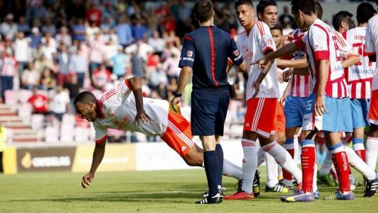 Osasuna cayó ante el Lugo (4-3) y perdió a Lotiès por lesión