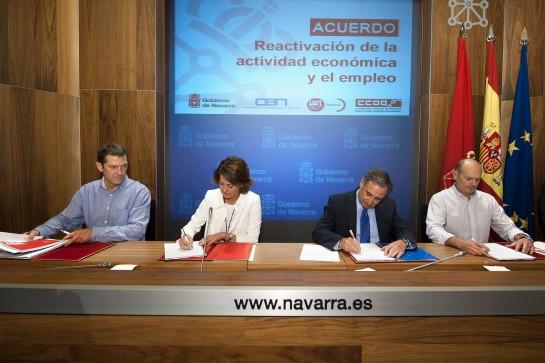 Gobierno foral, CEN, UGT y CCOO firman acuerdo para reactivar la economía y el empleo en Navarra