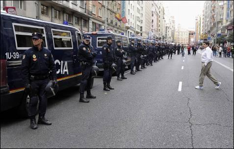 Interior envía de urgencia 180 antidisturbios a Cataluña