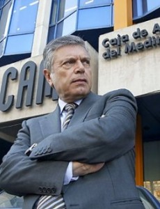 El juez imputa al expresidente de CAM por apropiarse de 300.000 euros en dietas retroactivas