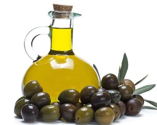 China se lanza a por el mercado de aceite de oliva: compra Salov, rival de Deoleo