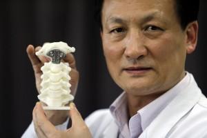 Dr. Liu Zhongjun, director del Departamento de Ortopedia de la Universidad de Pekín