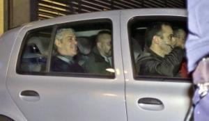 José Sócrates sonríe tras abandonar los juzgados después de 11 horas de interrogatorio el domingo.  (Foto: AP)