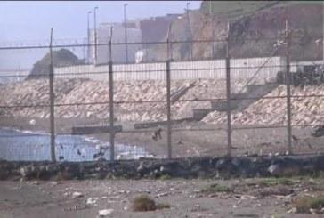Más de 100 inmigrantes entran en España asaltando la valla de Ceuta e hiriendo de gravedad a 7 guardias civiles