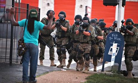 Graves disturbios raciales en EEUU tras quedar absuelto el policía que mató a Michael Brown