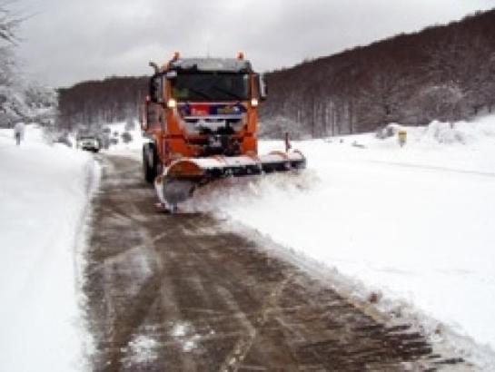 Obras Públicas movilizará hasta 76 quitanieves por el descenso de la cota de nieve a los 500 metros