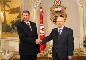 El presidente tunecino éji Caïd Essebsi (d) y el primer ministro Habib Essid, DR