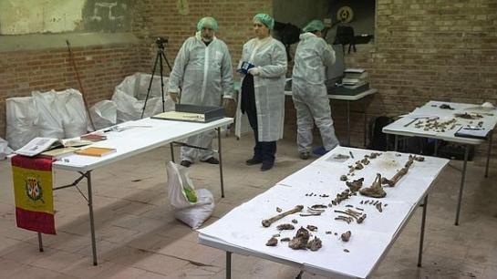 Madrid investigará las momias del siglo XIX halladas en la cripta de Cervantes