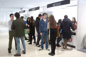 120 universitarios acuden a la jornada de empleo de la Universidad de Navarra