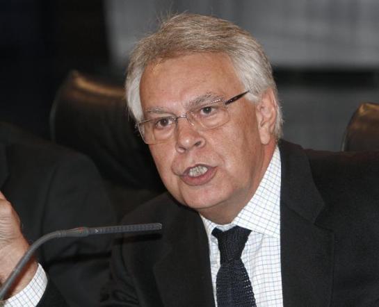 Felipe González afirma que España tiene «un pequeño conflicto en Cataluña»