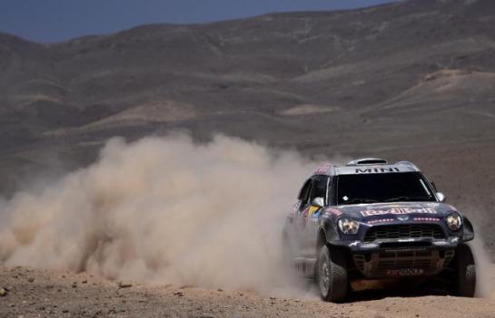 Muere un espectador atropellado en la séptima etapa del Dakar y Sainz firma su primer triunfo con Peugeot
