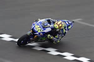 Rossi se lleva el duelo con Márquez, que es nuevo líder del Mundial de MotoGP