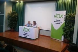 Daniel Marín y Nieves Ciprés, presidenta de VOX Navarra. Foto: Navarrainformación.es