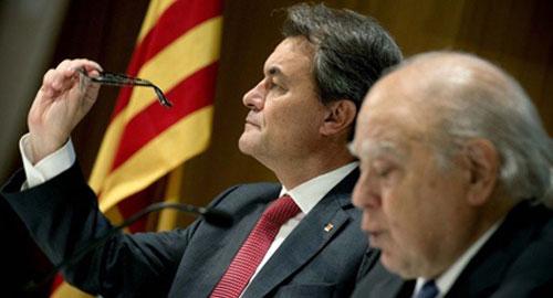 """Mas acusa al Estado de tratar a Cataluña con """"juego sucio y querellas"""""""
