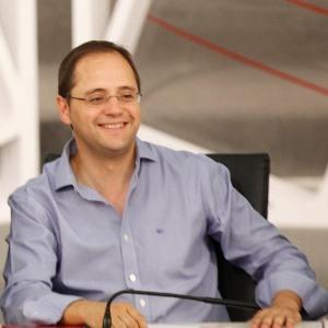 César Luena (PSOE): «El PP hace el discurso del miedo por la mañana y la maleta por la tarde»