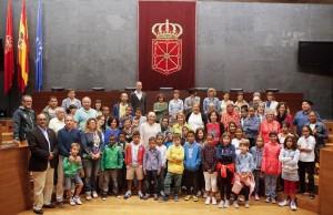 Aznárez recibe a los niños saharauis que pasan el verano en Navarra