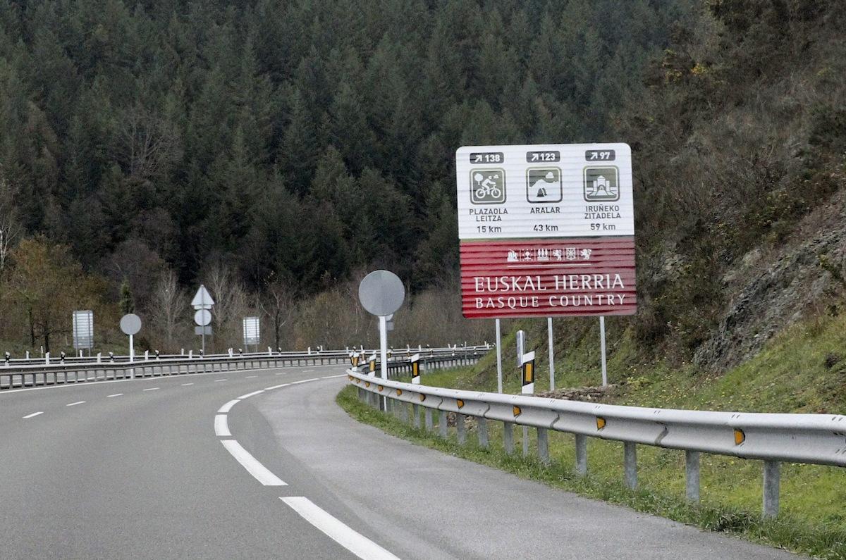 UPN pregunta a Barkos si está de acuerdo con que se modifiquen los carteles que incluyen a Navarra dentro de 'Euskal Herria'