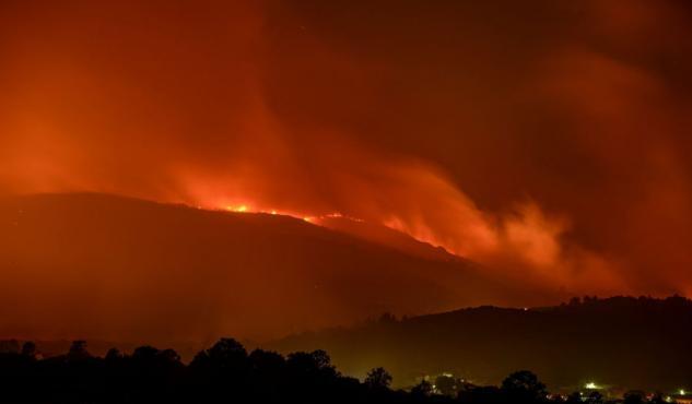 Sigue activo el incendio de Cualedro, en Orense, que ya ha quemado más de 2.000 hectáreas