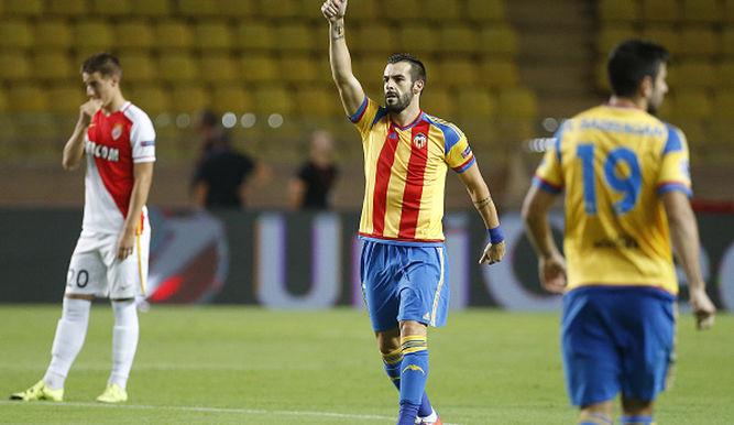 Negredo abre al Valencia la puerta de la Champions