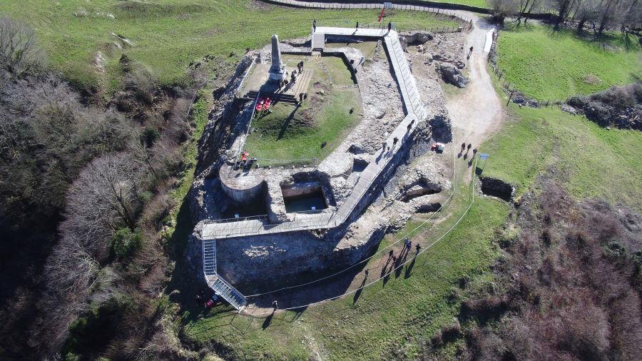Diez años de excavaciones han permitido descubrir las dimensiones y características del castillo de Amaiur